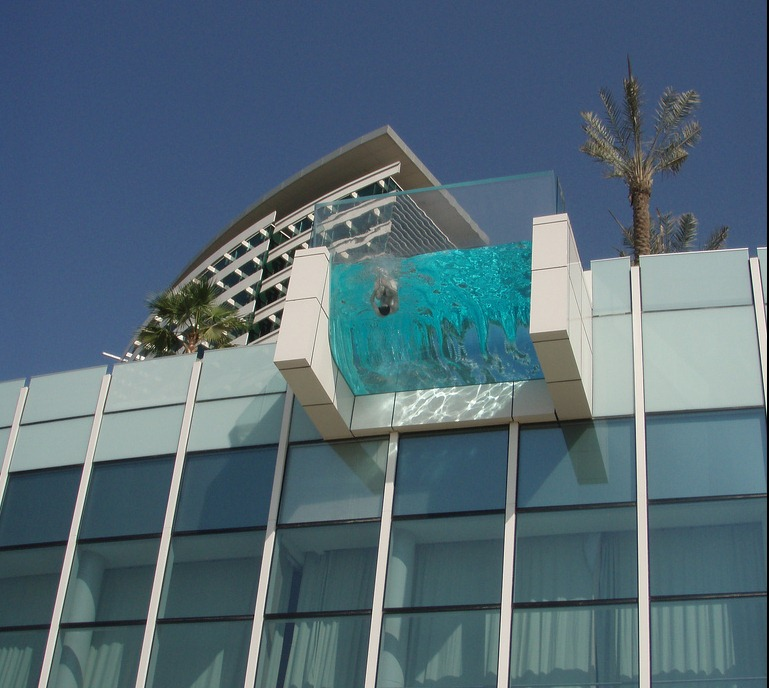 4 breathtaking hotel pools bellebeirut for Hotels with private pool in dubai